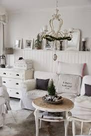 Schwanenteich Provence Kronleuchter Landhaus Holzwand