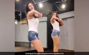 मुझिक लेबल सोनी मुझिक इंडिया है. Amyra Dastur Dance On Dont Rush Song In Heels Video Viral On Internet World Story