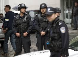 بكين - السلطات الصينية تبحث عن رجل نفذ عملية طعن ودهس
