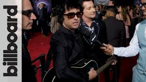 Green Day Chart History Green Day Gives Impromptu Red Carpet Acoustic Performance Amas