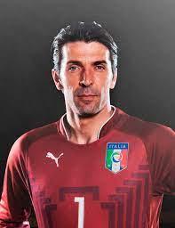 Arabic Wikipedia - ويكيبيديا العربية - جيانلويجي بوفون هو حارس مرمى كرة قدم  إيطالي، ويلعب حالياً في دوري الدرجة الأولى الإيطالي وقائد لنادي يوفنتوس  حاليًا ومنتخب إيطاليا سابقًا بعد أن أعلن إعتزاله