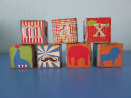 diy personalized wooden blocks via morenascorner