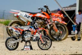 2018 ktm 250sxf. exellent 250sxf this is the 2018 ktm 25sxf okay not really in ktm 250sxf o