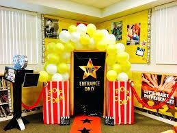 office decorations box movie classroom ideas hollywood theme responsive receptionist office christmas theme16 christmas