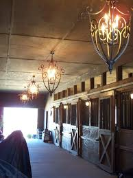 le chandeliers ahh what a beautiful barn