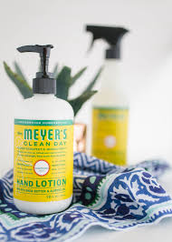 mrs meyer s clean day honeyle multi surface everyday cleaner takes the basic formula of their all purpose cleaner and adds a special vegetable protein