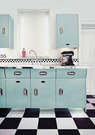 retro home furniture. retro keuken met u0027of courseu0027 een kitchenaid artisan mixer home furniture