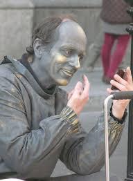 living statue applying makeup by clyde bentley