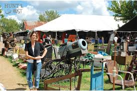 ... such close proximity to one of the best antique/junk/vintage shows in  the United Stated. That's no exaggeration. You should go, at least once! round  top