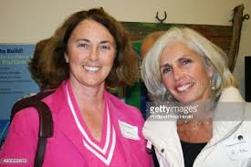 Myra Hopkins, of the Freeport Merchants Association, and Rita...  Nieuwsfoto's - Getty Images