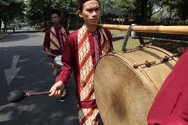 Alat musik kendhang (kendang atau gendang). Tanjidor Seni Hybrid Saba Kota Indonesia Kaya