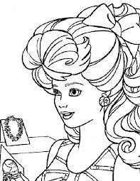 Kleurennu Barbie Met Mooie Ketting Kleurplaten