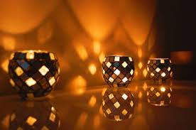 après avoir exploré les diffées méthodes pour réaliser des bougies cliques et des photops montre moi ment se penche sur la fabrication de