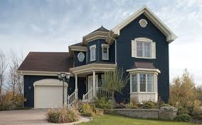 Victorian home design with bay window