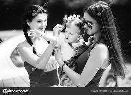 Tři Sestry V Parku Dívky Jsou Příprava Na Focení A úprava Jejich