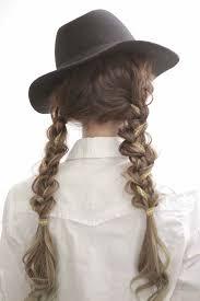 三つ編み二つ結びのヘアアレンジでかわいいを独り占め Arine アリネ