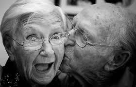 Claves para el amor duradero de parejas que han estado juntas más de 50  años – FM Capital 95.3