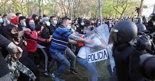 El mitin de Vox en Vallecas termina con dos detenidos y 35 heridos