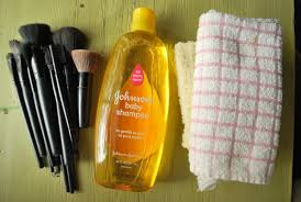 makeup brushes and shoo natural way to clean