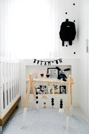 Quarto de bebê também pode ter parede preta. Decoracao Quarto De Bebe Preto E Branco 002 Ufw