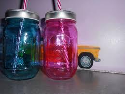 le troisième article vient de chez maison du monde ce sont des jarres en verre de lle moyenne bleu et rose ce magasin est sublime
