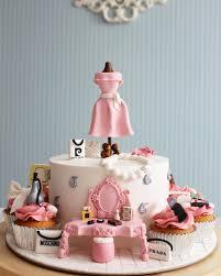 fashion makeup cake and cupcake