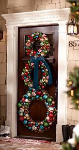 Stunning Christmas Front Door Dcor Ideas familyholiday_59