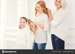 Tři Generace žen Tvorby účesů Stock Fotografie Dmyrtoz 191127062