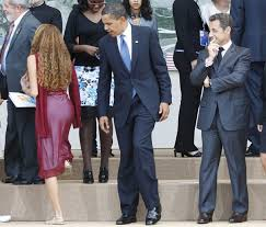 Obama looking at woman's ass