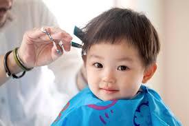 2歳の男の子の髪の毛を切るコツ髪型を決めるポイントや便利グッズ