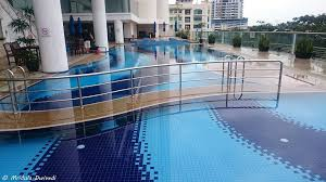 swimming pool le merin kk