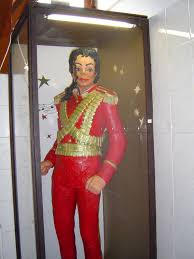 essay on michael jackson best images about michael jackson  ing the white chocolate statue of michael jackson that