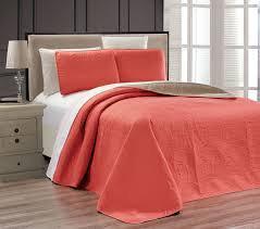 Coral Medallion Reversible Bedspread/Quilt Set & Embossed Coral Medallion Reversible Bedspread/Quilt Set Adamdwight.com