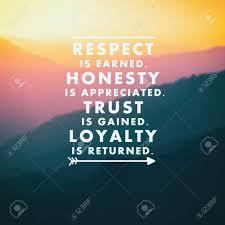 Citations Inspirantes Le Respect Est Mérité Lhonnêteté Est Appréciée La Confiance Est Gagnée La Loyauté Est Rendue Arrière Plan Flou