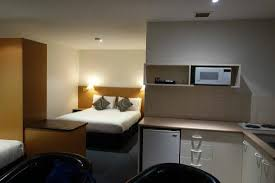 Lovely Bay Hotel Apartments (formerly Woolmers Apartments): Twin Studio Apartment  With Kitchenette