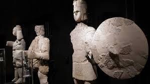 I maestosi giganti di Mont'e Prama tra Cagliari e Cabras