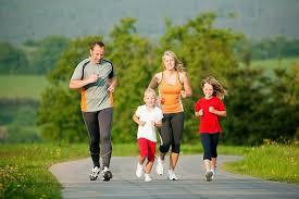 Роль семьи в воспитании ребенка дошкольного младшего школьного  Под физическим развитием не стоит понимать только лишь совместные занятия утренней гимнастикой или выполнение нескольких спортивных упражнений раз в день
