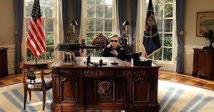 oval office resolute desk. The Oval Office Resolute Desk Obama Reads A Letter That Former President George W Bush Left