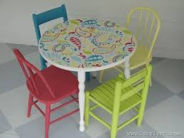 love this bright and cheery mini table and chairs that s a diy stencil on the table top i might have to try this on my ikea tables in the kitchen