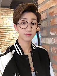 彼氏にしたい丸メガネが似合う韓国男性アイドルをご紹介韓国情報