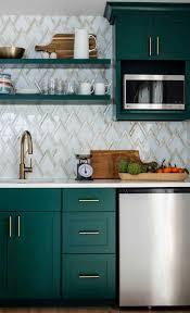 Veja abaixo o que guardar em cada parte do armário: Armario De Cozinha 95 Ideias E Dicas Para Escolher O Melhor Em 2020 Projetos De Cozinhas Pequenas Renovacao De Cozinha Interior De Cozinha