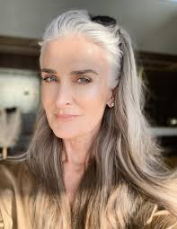 Pin by Ines Carreras on ทรงผมสั้น in 2020 | Beautiful long hair, Grey hair  eyebrows, Silver haired beauties