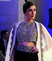 Kareena Kapoor Blouse Design In Gabbar Is Back Kareena Kapoor 2015