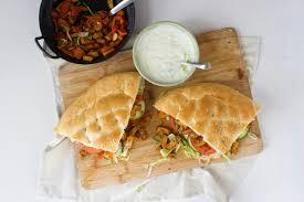 Vegan Shoarma Met Komkommer Dressing Op Turks Brood Feelgoodbyfood