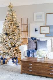 40 Beautiful Ways To Decorate The Living Room For Christmas Simple Living Room Decorated