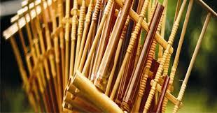 Angklung angklung termasuk dalam alat musik melodis, karena memiliki perbedaan karakter suara. 10 Alat Musik Tradisional Jawa Barat Yang Populer Bukareview