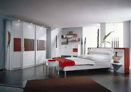 Modernes schlafzimmer mit überbau in erle massiv, 3,50 breit, und kleiderschrank mit spiegel 1. Schlafzimmer Lack Weiss Und Rot Wohnello De