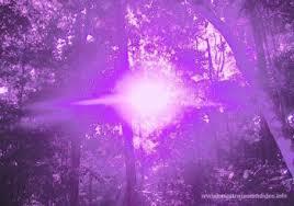 Resultado de imagen para Llama de profundo matiz Violeta con una Radiación Cristalina de Agua-marina