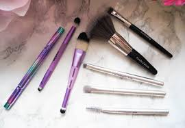 finally here are the brushes i took with me i cherry picked all the bits i thought i would need from the sets then i put them all in the mac snowball