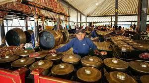 Alat musik daerah merupakan alat atau perkakas musik yang berasal dari daerah itu sendiri. 15 Instrumen Fundamental Alat Musik Gamelan Tradisional Indonesia